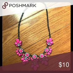 Fashion necklace Fashion necklace grey chain with bright pink stones Jewelry Necklaces