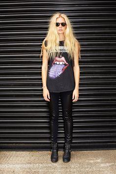 Leather + Rock Tee, el puro estilo a la despeine' aaa :)