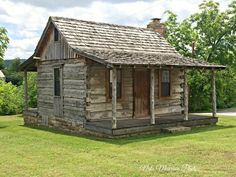Marshal Arkansas Small Log Cabin, Tiny House Cabin, Little Cabin, Log Cabin Homes, Cozy Cabin, Log Cabin Floor Plans, Cabin Plans, Log Homes Exterior, Old Cabins