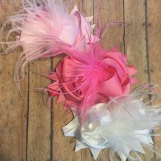 Super cute, super full, big bows and with feathers!! What else could you want?? Solid colored double stacked hair bows attached to the headband with feathers!! #bowtifulblessings #bbgifts #headband #hairbow #hairaccessory #bow #featherheadband #feathers #ott #gobigorgohome #solids