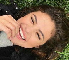 @tombachik: Current Mood! When you get to see a couple of your favorite girls today!! @tombachik: Estado de ánimo actual!  Cuando tu consigue ver un par de tus chicas favoritas hoy!! #SelenaGomez #Selena #Selenator #Selenators #Fans