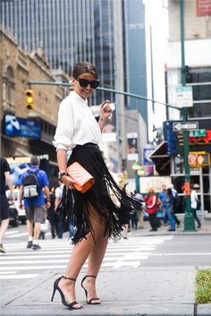 To find out about the Black High Waist Tassel Skirt at SHEIN, part of our latest Skirts ready to shop online today! Fall Outfits For Work, Casual Summer Outfits, Casual Street Style, Street Chic, Look Fashion, New Fashion, Skirt Fashion, Alexandra Pereira, Fringe Skirt