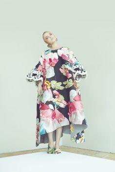Sisi Liu - graduate from Parsons :: Academics :: Graduate :: Fashion Design and Society (MFA) :: Thesis Work High Fashion, Fashion Show, Womens Fashion, Fiestas Party, Design Textile, Podium, Textiles, Fashion Details, Fashion Design