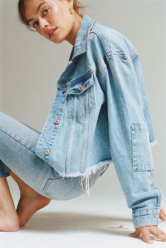 Good Jeans: 8 Denim Outfits From Free People Free People Cropped Denim Jacket and We The Free Stella Outfit Jeans, Denim Outfits, Cropped Denim Jacket, Ripped Denim, Skinny Jeans, Denim Jackets, Denim Editorial, Editorial Fashion, Denim Fashion