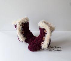 Bottes bébé au crochet en acrylique/ laine bordeaux avec une bordure effet fourrure Pull Bebe, Slippers, Bordeaux, Boutique Etsy, Boutiques, Wool, Crochet Coin Purse, Knee Boot, Boutique Stores