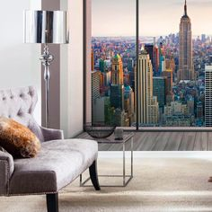 Die Komar Fototapete Penthouse bietet einen grandiosen Blick aus einer New Yorker Loftwohnung. Die Fototapete lässt Spielraum zum Träumen und ist einfach anzubringen. Clever beleuchtet wirkt sie täuschend echt!
