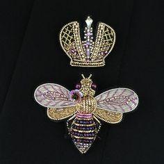 Подарочный комплект! Bee Jewelry, Bee Art, Textile Fiber Art, Gold Embroidery, Gold Work, Beaded Animals, Queen Bees, Butterfly, Photo And Video