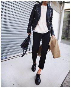 Like the overall outfit; how to wear my shoes Look Fashion, Street Fashion, Trendy Fashion, Winter Fashion, Fashion Trends, Fashion Black, Fashion Mode, Womens Fashion, Feminine Fashion