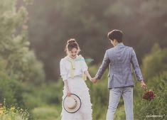 ePHOTOESSAY [2018] - KOREA PRE WEDDING PHOTOSHOOT by LOVINGYOU Korean Wedding Photography, Wedding Photography Packages, Couple Photoshoot Poses, Pre Wedding Photoshoot, Korean Couple, Wedding Story, Wedding Ideas, Cute Couples, Solar Cooker