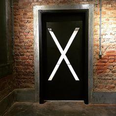 composição em X: casa 2  #xxvinte #xxvintecasa2 #coworking Co Working, Social Media, Signs, Instagram, House 2, Shop Signs, Social Networks, Social Media Tips, Sign
