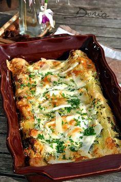 Un gratin rapide à réaliser très apprécié à la maison... Ingrédients 6 personnes 12 feuilles de lasagnes 300 gr d'épinards frais 500 gr de ricotta 8 branches de persil plat 150 gr de mozzarella en tranches 200 gr de parmesan 3 oeufs Sel de Guérande Poivre...
