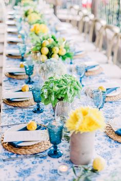 Italian themed dinner party with blue and lemon accents | Las Vegas Event Planner | weddingsandeventsbyemily.com Dinner Party Decorations, Dinner Party Table, Dinner Themes, Party Themes, Italian Table Decorations, Italian Themed Parties, Lemon Party, Outdoor Dinner Parties, Amalfi