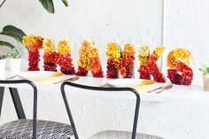 Flowers make everything better! See how to DIY your own centerpiece