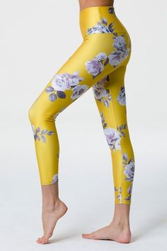 Sport a feminine look with the Onzie® High Basic Midi Golden Floral Legging featuring a high waistband and stretch fabric. FIT Midi capri cut legging High waistband DESIGN All over floral design Stretch fabric Gender: Female. Floral Leggings, Women's Leggings, Become A Yoga Instructor, Baby Fat, Reduce Cellulite, Muscular, Do Exercise, Yoga Fashion, Easy Workouts