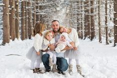 New York Fresh Snow Fall Family Session There's snow forecasted.the perfect opportunity to capture a wonderful family photo portrait in wintery surroundings. Snow Family Pictures, Christmas Pictures Outfits, Winter Family Photos, Winter Pictures, Family Pics, Family Picture Colors, Family Picture Outfits, Winter Family Photography, Children Photography