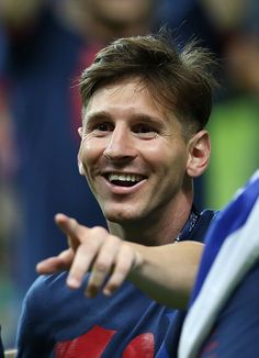 BERLIN, GERMANY - JUNE Lionel Messi of Barcelona points to fans during the UEFA Champions League Final between Barcelona and Juventus at Olympiastadion on June 2015 in Berlin, Germany. (Photo by Ian MacNicol/Getty Images) Barcelona Football, Fc Barcelona, Lionel Messi Haircut, Messi 2015, Lional Messi, Football Boys, Uefa Champions League, Berlin Germany, Kakashi