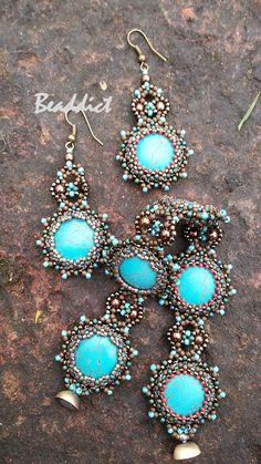 """""""Janus"""" set of earrings and bracelet, two-faced. Howlite stone, seed beads, bezel. Designed and beaded by Beaddict."""