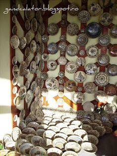 Gând Călător: Verde de Hurezi (II) Ceramica tradiţională/La céramique traditionnelle de HorezuHorezu, un des plus importants centres de la poterie roumaine Advent Calendar, Holiday Decor, Home Decor, Green, Terracotta, Pottery, Decoration Home, Room Decor, Advent Calenders