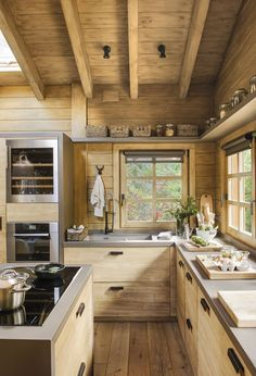 Une cabane de rêve dans la montagne espagnole PLANETE DECO a homes world Rustic Kitchen Design, Kitchen Decor, Rustic Kitchens, Kitchen Wood, Soapstone Kitchen, Ranch Kitchen, Kitchen Country, Kitchen Walls, Cheap Kitchen