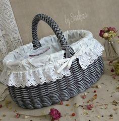 Wicker Picnic Basket, Wicker Baskets, Wedding Gift Baskets, Lace Bag, Paper Weaving, Sewing Baskets, Crochet Shoes, Flower Basket, Butt Workout