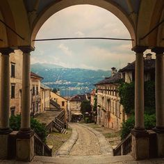 Orta San Giulio #lakeorta #piedmont #italy . . . . . . . #archway #ortasangiulio #travelpics #worldtravel #instatravel #italy #iloveitaly #eurotrip #mrgoodtravel #sidewalkerdaily #ricksteveseurope #rickstevesitaly #rickstevestours