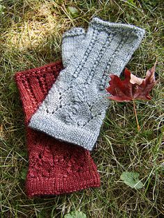 These fingerless mitts were inspired when a friend's search for a matching pattern to go with her newly knit Ishbel Beret was unsuccessful. After helping to turn over the last stone on the Internet, I decided there was nothing left to do but write up a pattern for her.