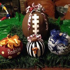 Support your favorite football team and decorate for fall at the same time! Paper mache pumpkins can be decorated for your favorite team and are the perfect choice because they will last you all season! Fall Crafts, Holiday Crafts, Holiday Fun, Halloween Pumpkins, Halloween Crafts, Thanksgiving Decorations, Halloween Decorations, Ladies Day, Pumpkin Painting Party
