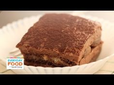 For an easier way to make traditional tiramisu, substitute cocoa for espresso and use cream cheese instead of the more expensive mascarpone. This unbelievably creamy and rich double chocolate tiramisu is sure to become a new family favorite. Chocolate Tiramisu, Tiramisu Dessert, Tiramisu Recipe, Dessert Bars, Chocolate Desserts, Healthy Work Snacks, Healthy Dessert Recipes, Cake Recipes, Baking Recipes