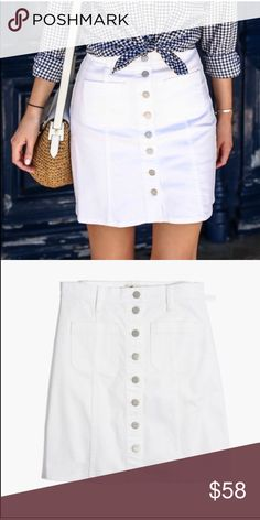 Madewell white denim skirt Adorable white button down skirt in perfect condition! size is 27, corresponds to a size 4. Waist measures at 14.5in and let measures at 18.5in.   ❌ NO TRADES Open to offers or add to bundle and I'll send you a private offer 🤗🤗🤗 Madewell Skirts