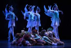 Pacific Northwest Ballet company dancers and PNB School students ...