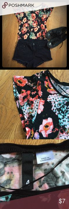Black Floral Shirt A comfy yet beautiful top! It's got cap sleeves and is made of soft fabric. It shows some wear, but it has no major flaws. Shorts also for sale in my closet. Comment with any questions! H&M Tops Tees - Short Sleeve