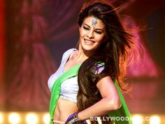 #JacquelineFernandez says I have no mentor in #Bollywood:The #Housefull 2 actor refuses to talk about her relationship with Sajid Khan but discusses the one she shares with Sujoy Ghosh    Jacqueline Fernandez has been busy promoting her film Housefull 2, but unlike a certain Amy Jackson, she is not letting rumours of her love life take precedence over the movie. While Amy went about kissing her Ekk Deewana Tha co-star Prateik, tattooing his name on her arm and then denying that she is dating…
