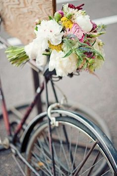 Vintage charm, I love the wildflower look, especially the lupine purple flowers, and the pops of yellow.