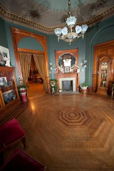 Octagon Room~1884 Victorian Copper King Mansion Bed & Breakfast
