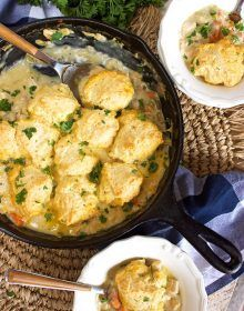 The BEST Chicken and Dumplings Skillet Casserole, quick and easy! Family friendly and perfect for weeknight dinners. A great way to use up leftover chicken! Dip Recipes, Casserole Recipes, Salad Recipes, Dishes Recipes, Entree Recipes, Cooker Recipes, Delicious Recipes, Easy Recipes, Homemade Chicken And Dumplings