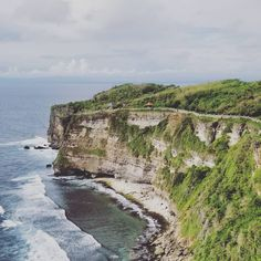 My Bali 10 day itinerary includes all the best places and tips for first time solo travellers. Check out how you can see the best of Bali in 10 days! Best Of Bali, Cities, Solo Travel Tips, Single Travel, Jimbaran, Learn To Surf, Ubud, Mexico Travel, Videos