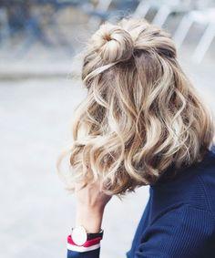 Cutest Medium Wavy Half Updo Hairstyles for Women