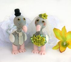 Love bird cake topper, Mr and Mrs cake topper, dodo birds bride and groom, extinct bird wedding cake topper Funny Cake Toppers, Bird Cake Toppers, Unicorn Cake Topper, Custom Wedding Cake Toppers, Wedding Cakes, Flower On Head, Groom Ties, Bird Cakes, Glitter Wedding