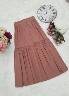A imagem pode conter: pessoas em p Muslim Fashion, Modest Fashion, Hijab Fashion, Korean Fashion, Fashion Dresses, Modest Dresses, Modest Outfits, Skirt Outfits, Dress Skirt