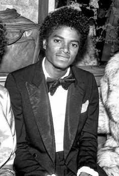 Michael Jackson - Cuteness in black and white ღ  https://pt.pinterest.com/carlamartinsmj/