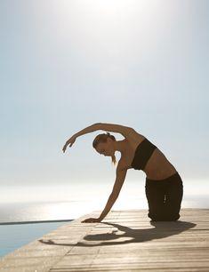 Vinyasa o Flow (yoga en movimiento), Power (intenso físicamente), Aero Yoga (con columpios y posturas acrobáticas), Anusara (el yoga que sigue al corazón), Yogilates (fusión de Yoga y el método Pilates), Yoga Integral (síntesis de los métodos tradicionales del yoga), yoga para embarazadas, para mamás y bebés, para niños, yoga terapéutico… Existen muchos estilos de yoga, seguro que hay uno que se adapte a ti. Psst. California es el lugar con más practicantes de yoga del mundo tal y como lo…
