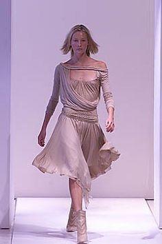 Callaghan Spring 2001 Ready-to-Wear Fashion Show Muslin Dress, Draped Dress, Fashion Show, Fashion Design, Modern Luxury, Day Dresses, Ready To Wear, Runway, York
