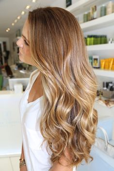 Caramel blonde with subtle ombre --- love this color one day when my hair is long again I hope to do something like this with the color! :)