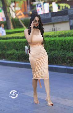 微博 Beautiful Japanese Girl, Beautiful Asian Women, Sexy Girl, Sexy Asian Girls, Asian Fashion, Girl Fashion, Look Girl, Tight Dresses, Asian Woman