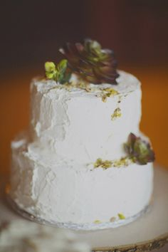 4 Rustic Wedding Cakes: A New Trend - Inspired Bride Country Wedding Cakes, Wedding Cake Rustic, Rustic Cake, Garden Wedding Inspiration, Let Them Eat Cake, Cupcake Cakes, Cupcakes, Treats, Edible Gum