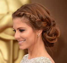 Maria Menounos at 2014 Oscar. If you click on the image, it gets giga so you can see all the details of this flawless make up and hair!