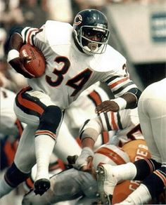 Walter Payton-well respected former NFL player Bears Football, Nfl Football Players, Nfl Chicago Bears, Football Memes, Football Season, Sport Football, Nfl Uniforms, Non Plus Ultra, Walter Payton