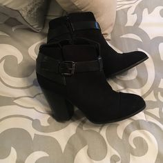 Black Ankle Boots Carlos Santana black ankle boots. Perfect for any outfit! Too big, worn them 3 times. Carlos Santana Shoes Ankle Boots & Booties