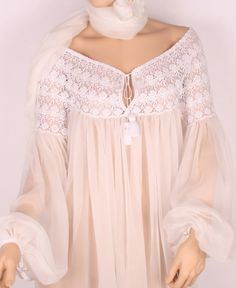 Lace and silk Pink Fashion, Boho Fashion, Fashion Outfits, Casual Fall Outfits, Cool Outfits, Temple Dress, Ethno Style, Fashion Details, Fashion Design