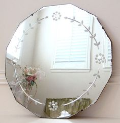 Ecosia - the search engine that plants trees Decor, Vintage Display, Chic Interior, Through The Looking Glass, Bed Decor, Mirror Wall, Beveled Mirror, Vintage Mirrors, Etched Mirror